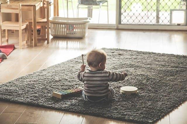 Šťastné dítě si hraje i samo.