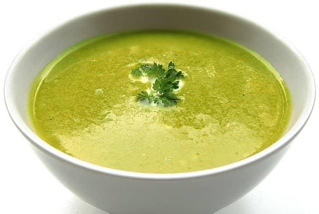 Krémová řeřichová polévka je vhodná pro všechny vegetariány