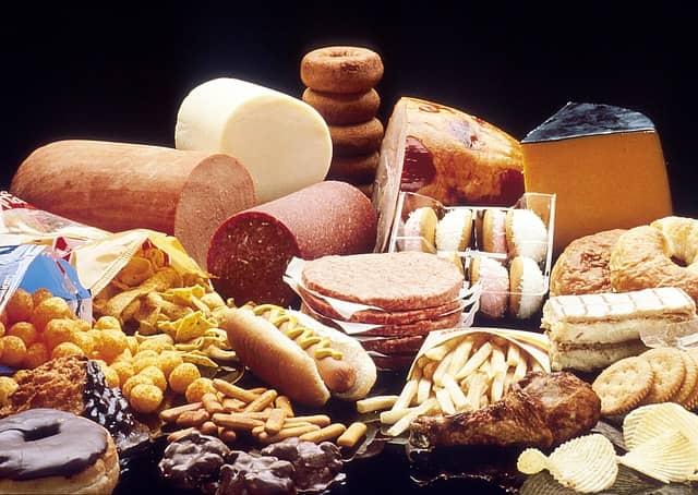 nezdravé tučné potraviny pro viscerální tuk