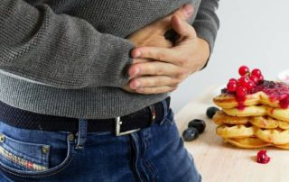 Bolest břicha je jedním z důvodů, proč se lidé pouští do očisty jater.