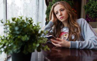 Prokrastinace ovlivňuje i mladé lidi.