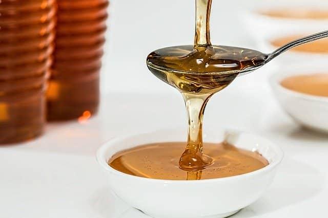 Med jako přírodní sladidlo lze použít kamkoliv.