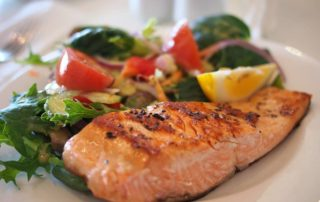 Paleo strava zahrnuje především maso a zeleninu